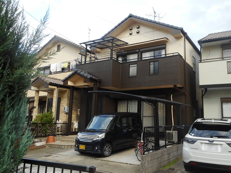 多彩仕上げ工法でツートンカラーの外壁リフォーム 名古屋市守山区