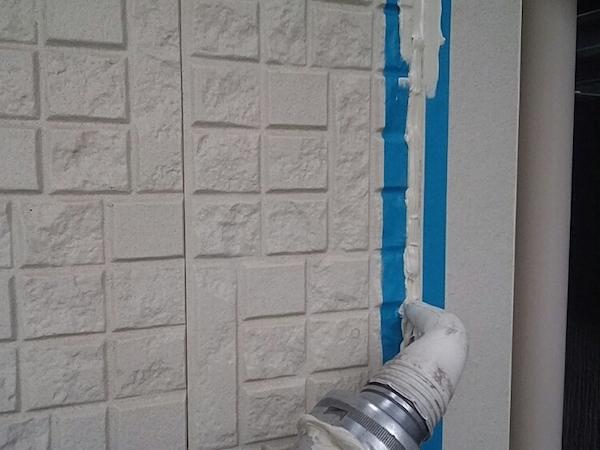 ベランダ、玄関まわり外壁の塗り分けでおしゃれな仕上がりに 半田市