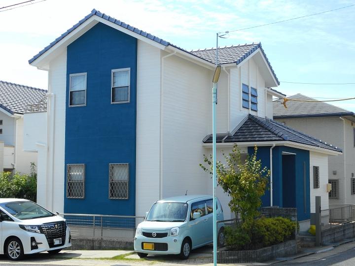 白と青(ジョリパット部分)のツートンでさわやかに生まれ変わりました! 名古屋市緑区