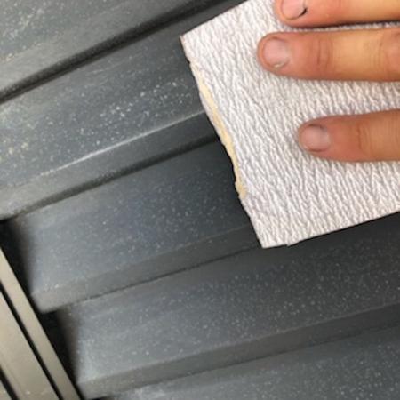 名古屋市緑区にて塗装前のケレン作業を丁寧に行い、無機塗料で外壁塗装