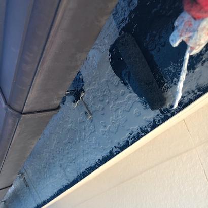 外壁コーキングのひび割れがきっかけで外壁塗装とナスコン(紺色)に屋根塗装 日進市