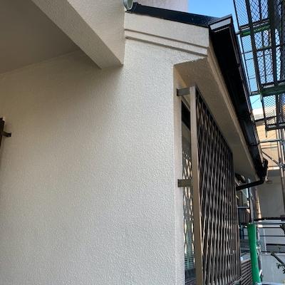 塀の白い汚れ(塊)も除去して塗装。ひび割れ補修して屋根外壁塗装 名古屋市天白区