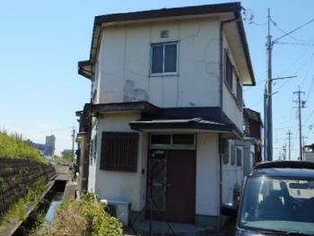 外壁のひび割れや剥がれを補修して、ツートンに塗り替えて若返りリフォーム 北名古屋市