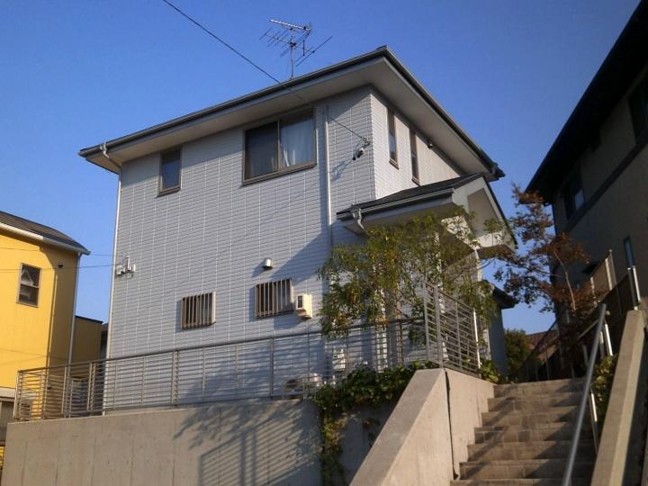 傷んだ外壁は5回塗り、洗浄や下地調整も丁寧に行いお家全体が美しい仕上がり 東海市