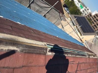 塗装できないパミール屋根、トップライトの雨漏りを屋根カバー工法リフォーム 日進市