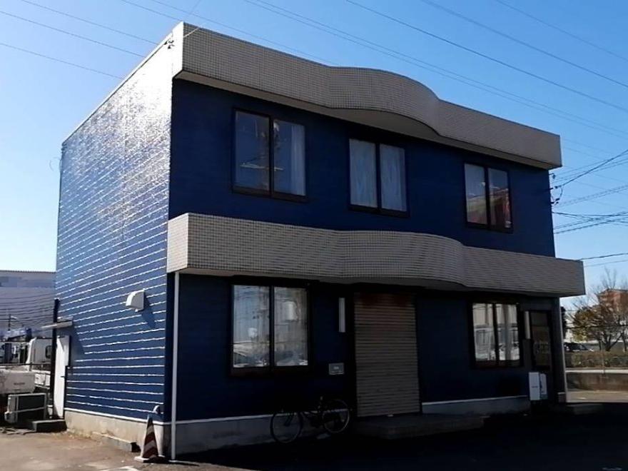 外壁をブルーに社屋塗装、折板屋根はホワイト塗装でイメージ一新!名古屋市港区